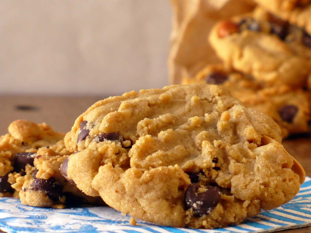 PEANUT BUTTER CHOCOLATE CHIP COOKIES | Food.People.Want