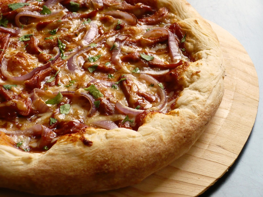 SMOKY BARBECUE CHICKEN PIZZA | Food People Want