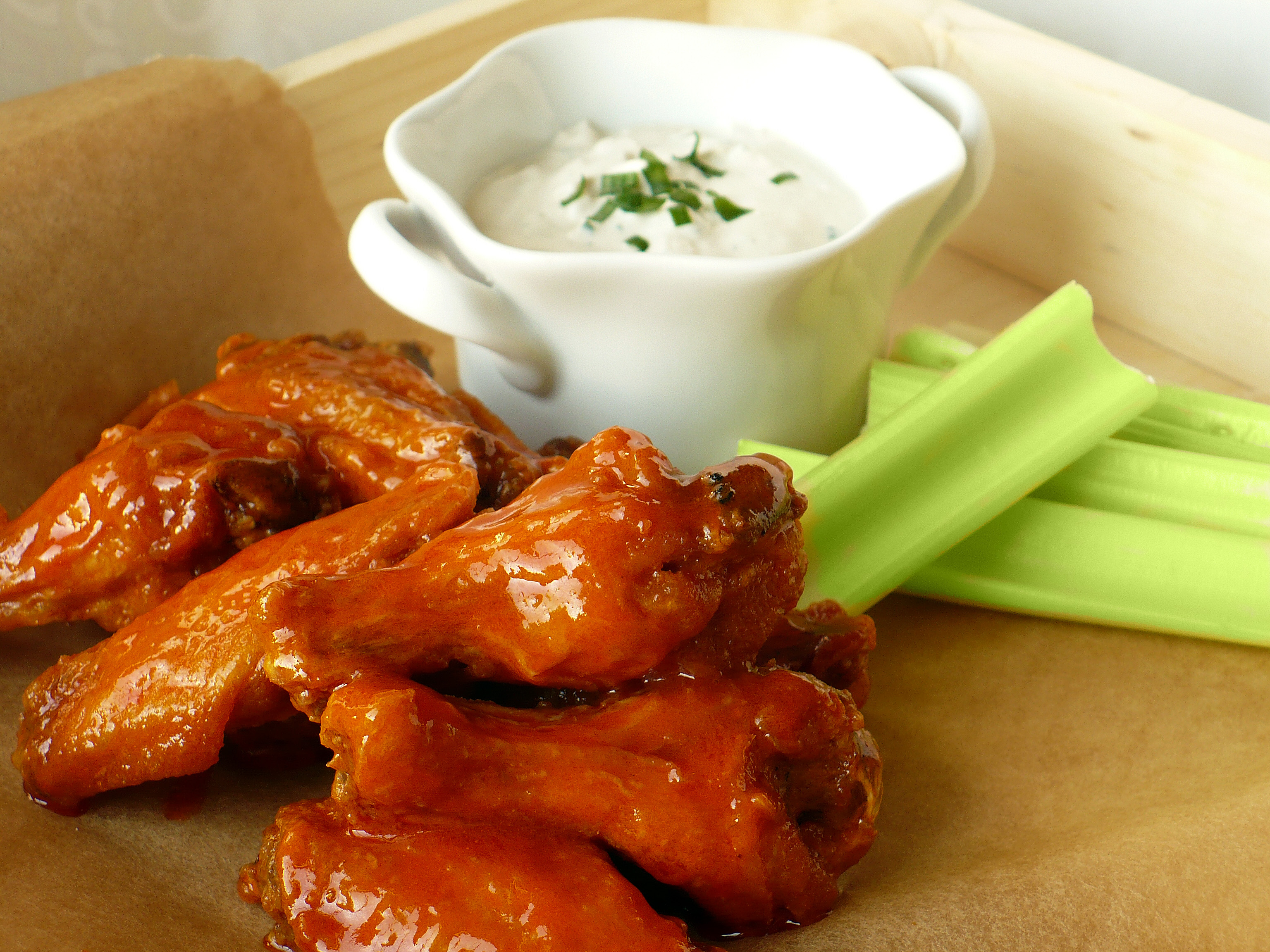 BUFFALO WINGS WITH BLUE CHEESE DIP | Food.People.Want