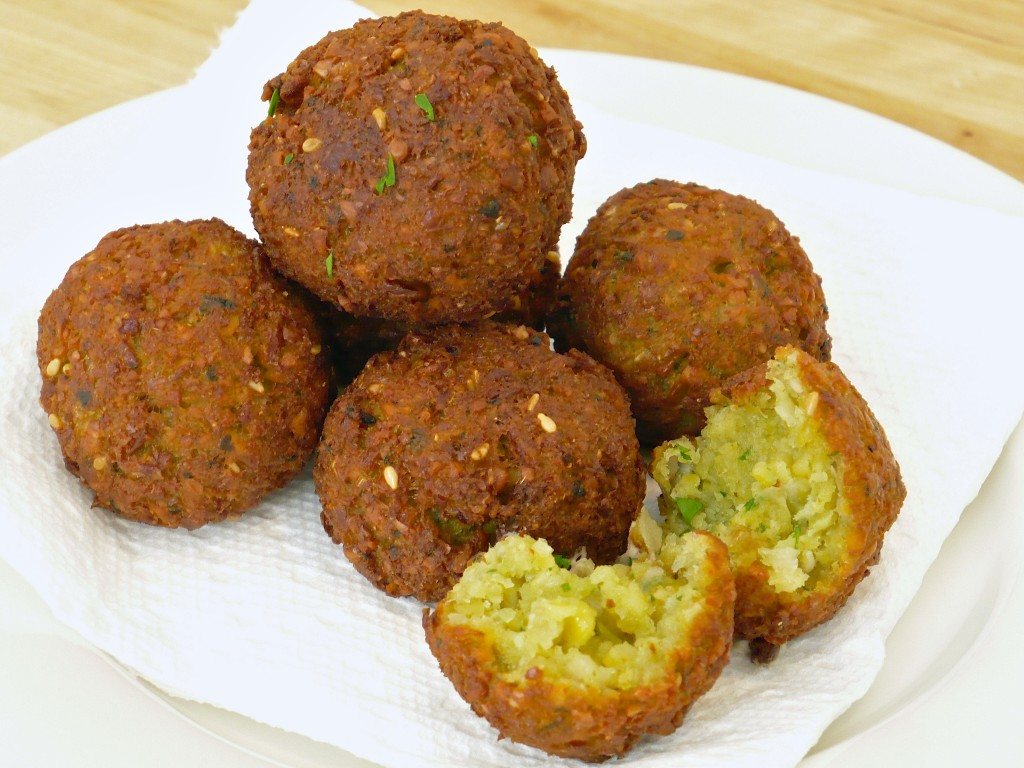 FALAFEL WITH TAHINI SAUCE ~ خبر اون لاين