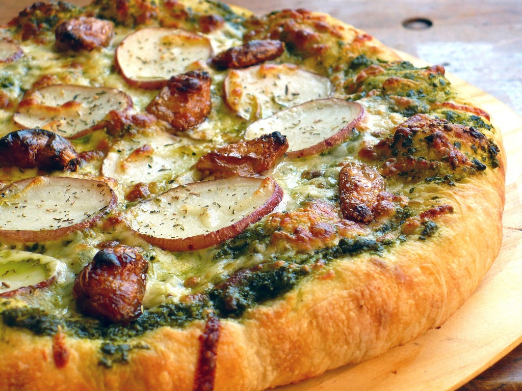 PESTO PIZZA WITH ROASTED GARLIC & POTATO | Food.People.Want