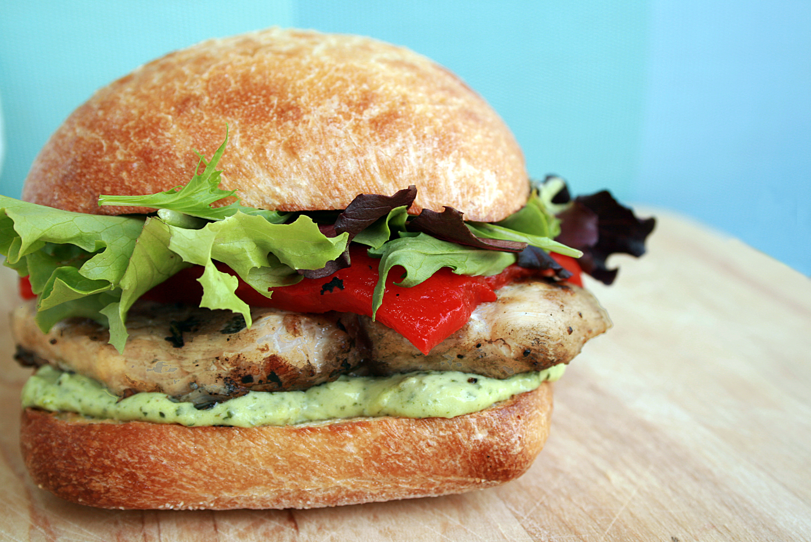 GRILLED CHICKEN SANDWICH WITH PESTO GOAT CHEESE SPREAD ...